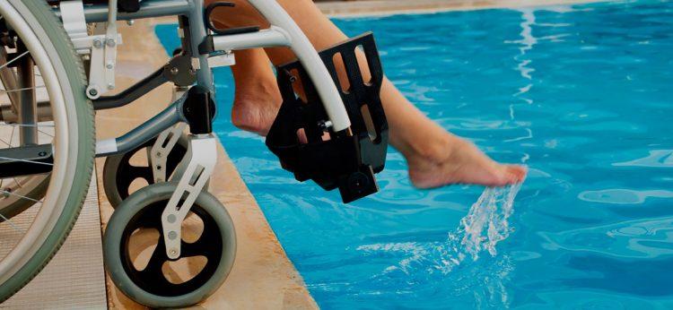 natacao-para-pessoas-com-deficiência-física-academia-flipper-bh